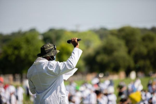 nursing student speaks at white coats for black lives march