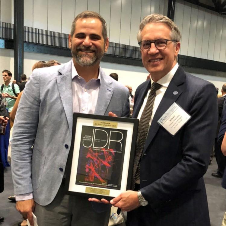 Dr. Anibal Diogenes receiving award